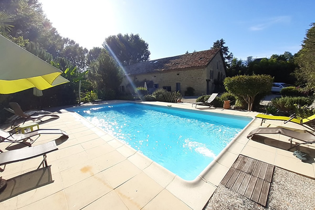 Bientôt la piscine sera couverte par un abri coulissant. - Chambre d'hôtes - Lauzerte