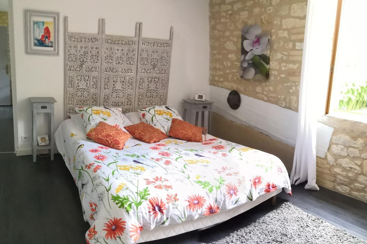 Chambre safran lit de 160x 200 - Chambre d'hôtes - Lauzerte