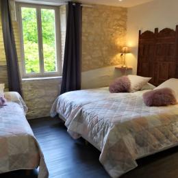 Chambre de la suite safran 3 lits de 90, pour une famille ou pèlerins... - Chambre d'hôtes - Lauzerte