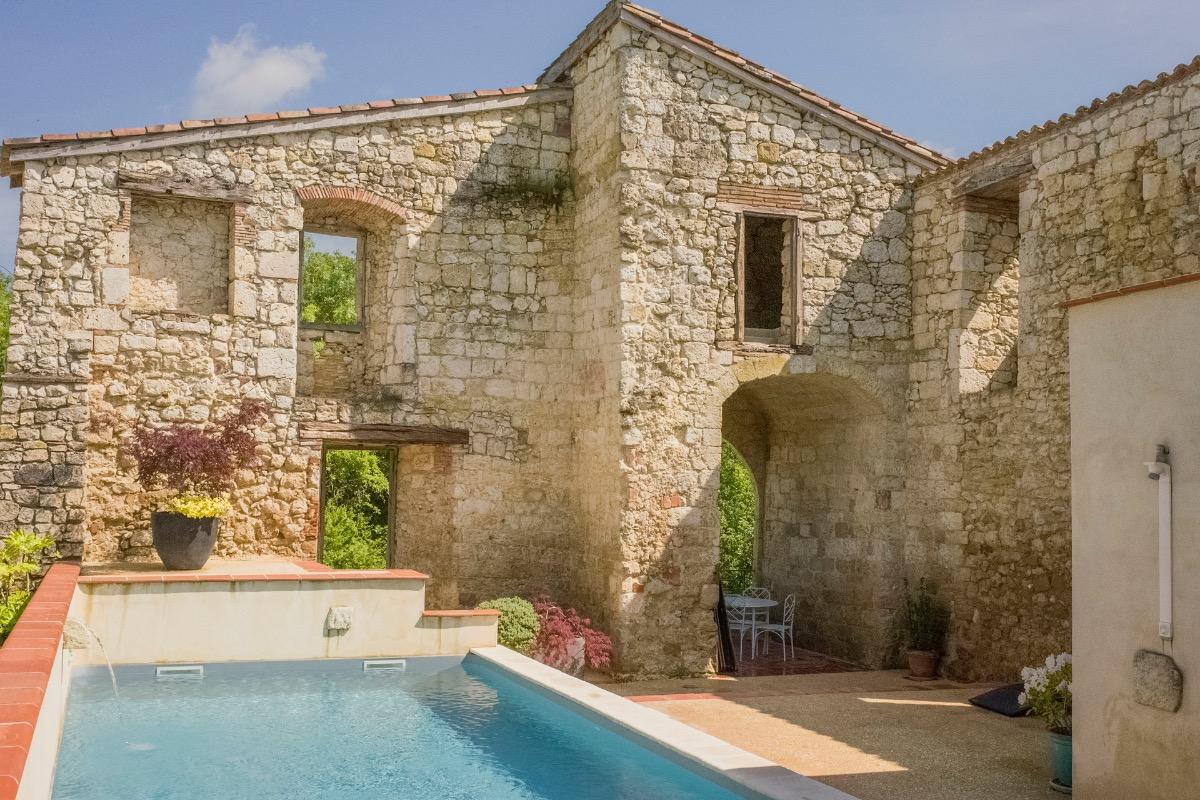 Piscine chauffée privée, espace détente avec spa et sauna - Location de vacances - Maubec