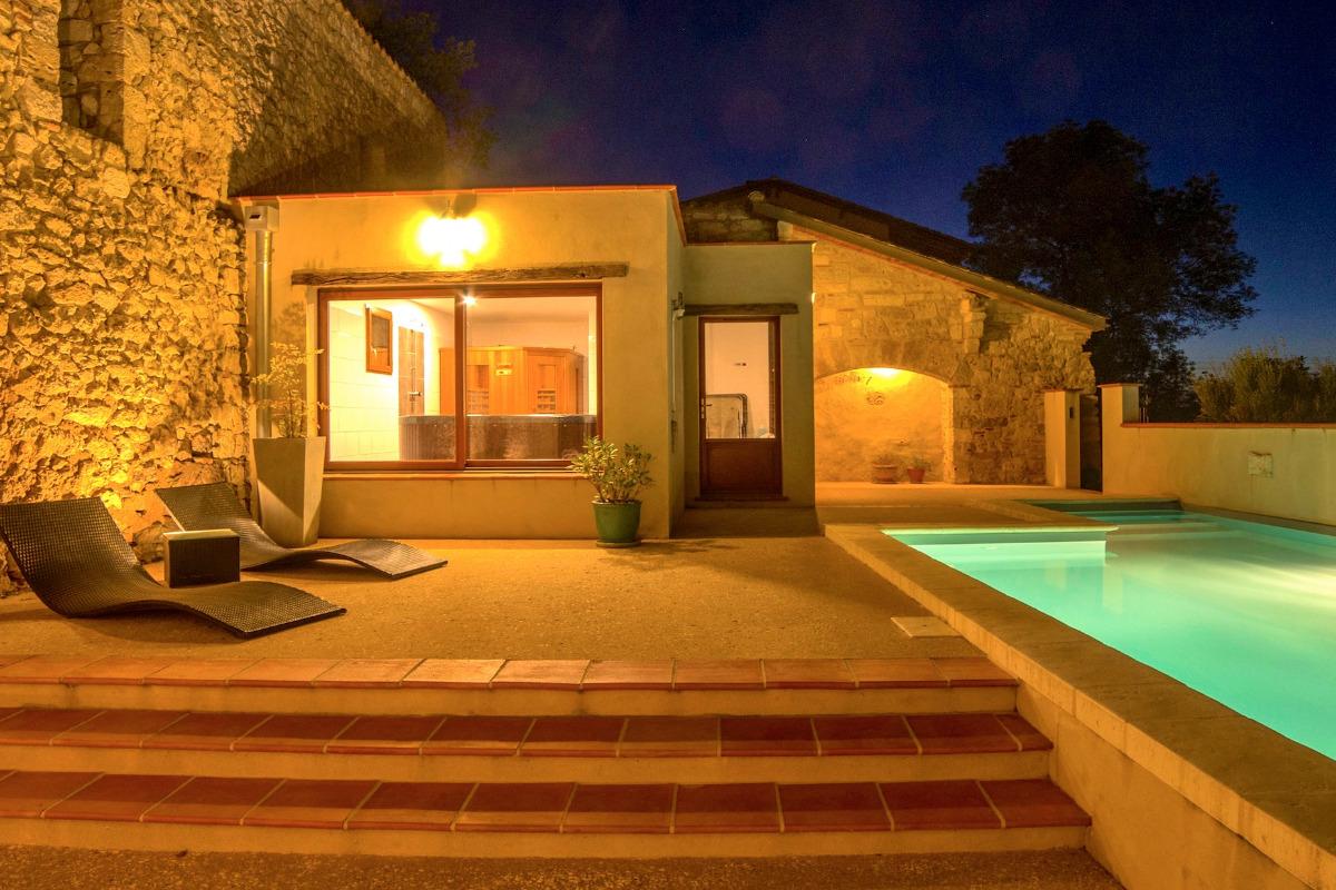 Anciens murs du château, piscine chauffée - Location de vacances - Maubec