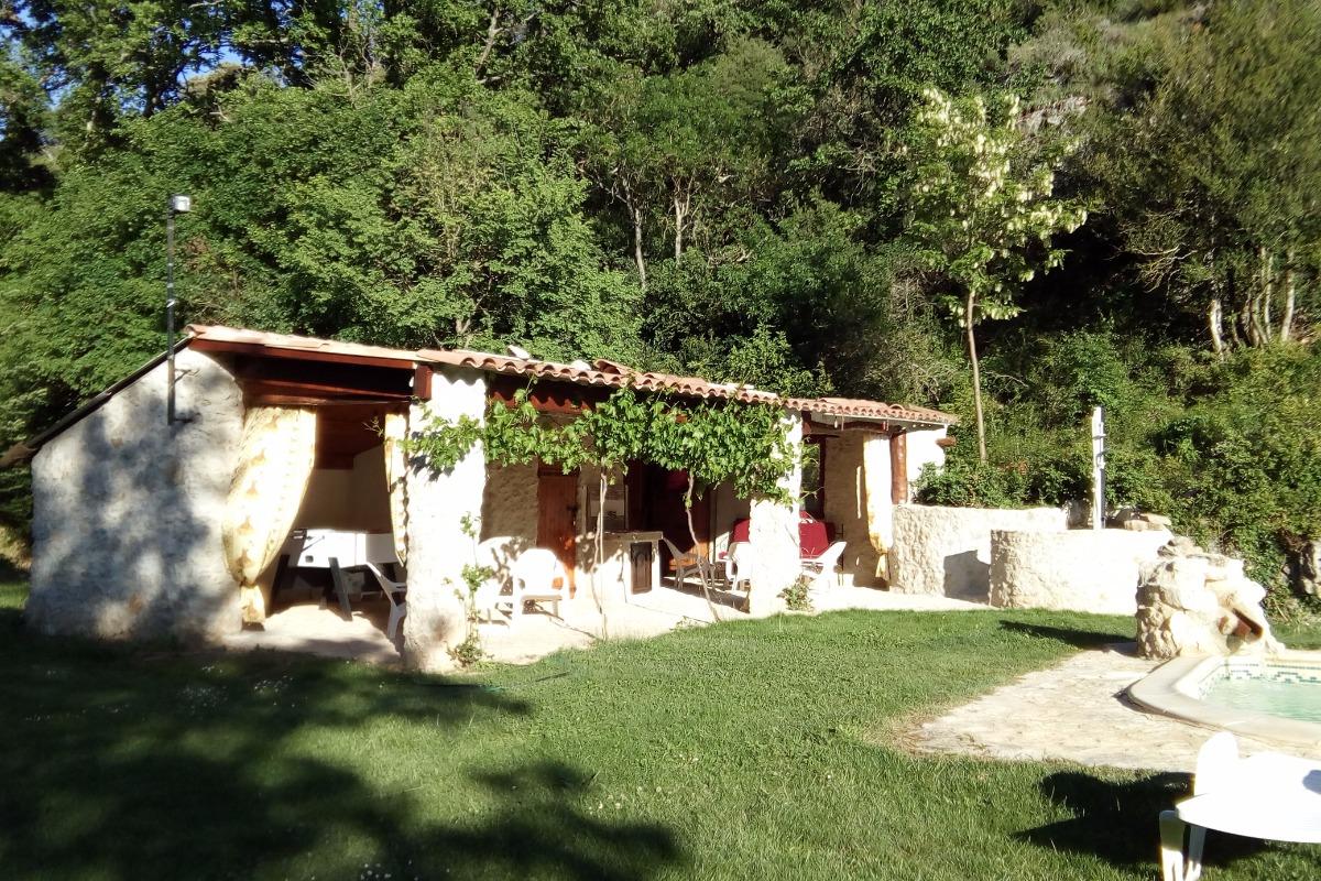 Espace détente terrasse couverte équipée - Location de vacances - Rians