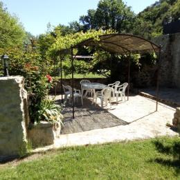 Terrasse sous pergola - Location de vacances - Rians