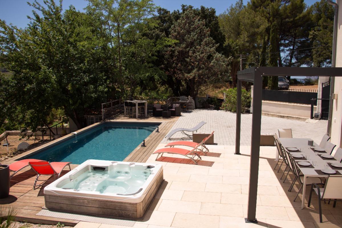 Bastide 8 personnes, piscine, jacuzzi, billard à Saint Cyr sur Mer - Location de vacances - Saint-Cyr-sur-Mer