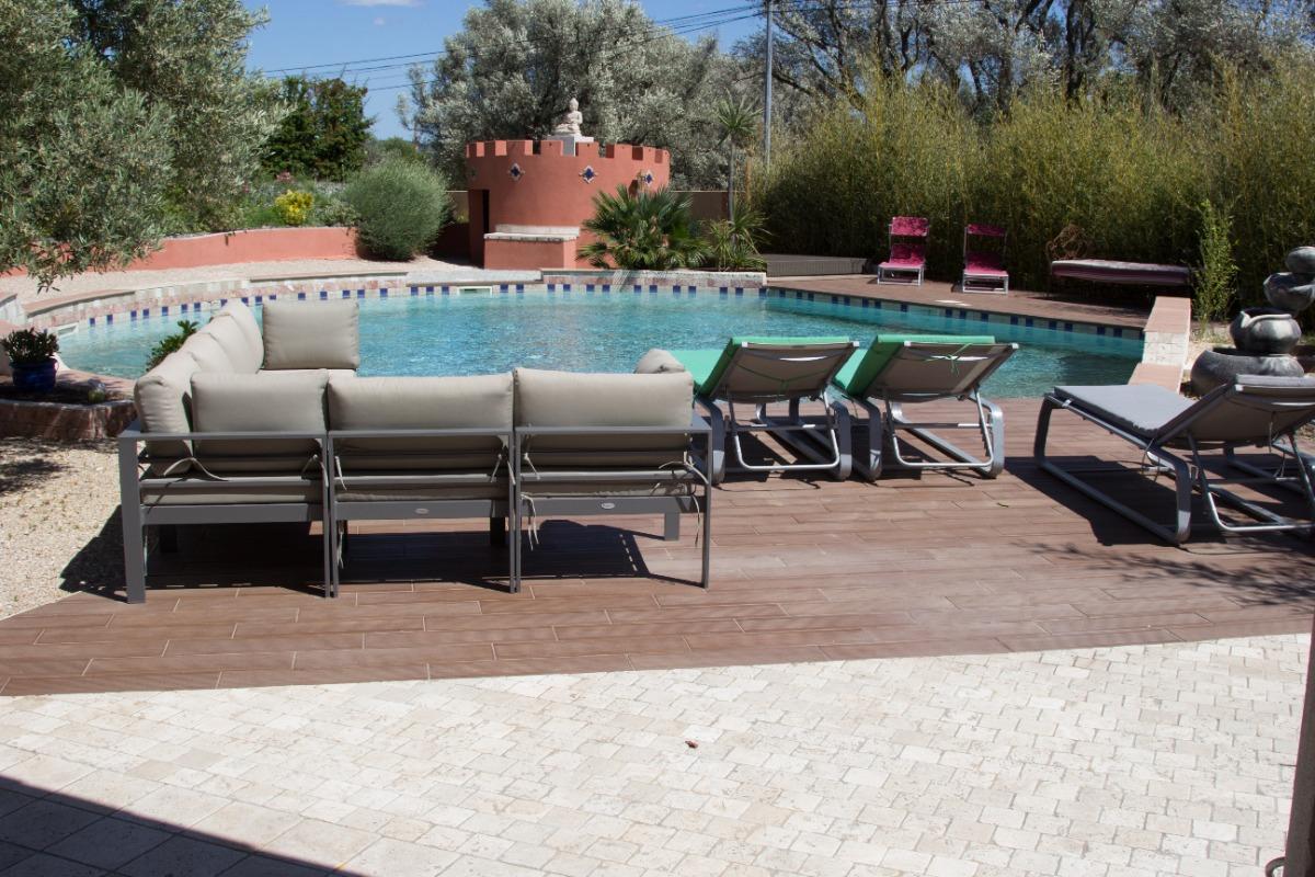 Piscine avec sa terrasse,cuisine d'été et barbecue - Chambre d'hôtes - La Farlède