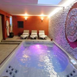 SPA avec buse de massage, nage à contre courant et bulles - Chambre d'hôtes - La Farlède