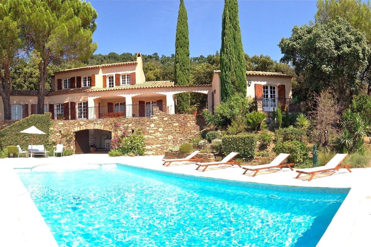 Vue Villa et dépendance - Location de vacances - Cogolin