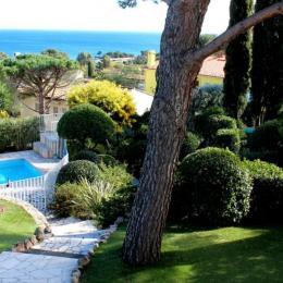 Le jardin paysager, piscine, vue sur la mer Alcibel Les issambres - Location de vacances - Roquebrune-sur-Argens