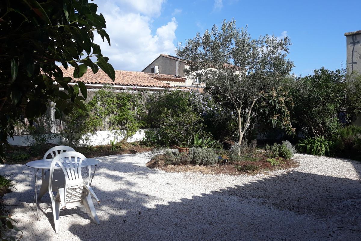terrasse ombragée grand côté - Location de vacances - La Seyne-sur-Mer