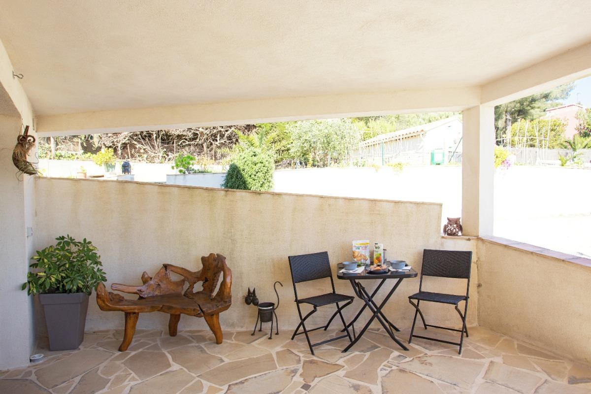 Effet  Mer 83 : terasse couverte salon de jardin - Location de vacances - Saint-Mandrier-sur-Mer