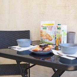 Effet  Mer 83 : petit déjeuner sur la terrasse - Location de vacances - Saint-Mandrier-sur-Mer