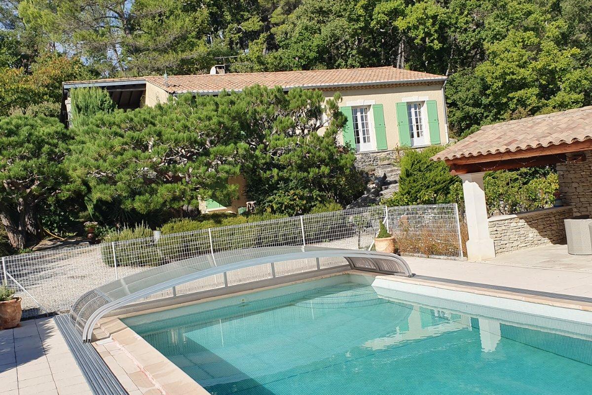 vue de la piscine - Location de vacances - Oppède