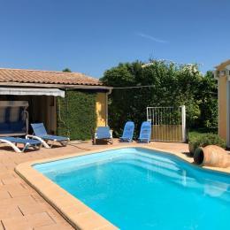 Piscine et sa terrasse - Location de vacances - L'Isle-sur-la-Sorgue