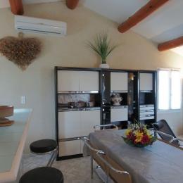 Salle à manger et comptoir-Bar  - Location de vacances - L'Isle-sur-la-Sorgue