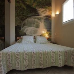 Chambre avec lit en 160 cm - Location de vacances - L'Isle-sur-la-Sorgue