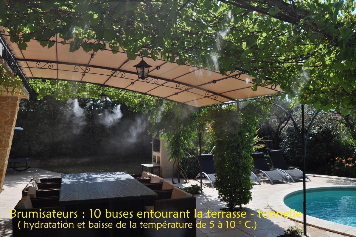 Salon en terrasse sous la tonnelle - Location de vacances - Vaison-la-Romaine
