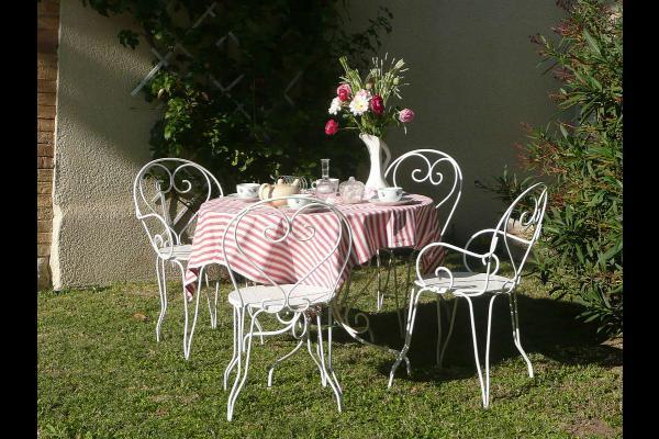 petit déjeuner à la campagne - Location de vacances - Jonquerettes
