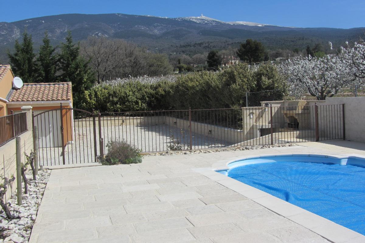piscine avec vue sur le Mont Ventoux - Location de vacances - Bédoin