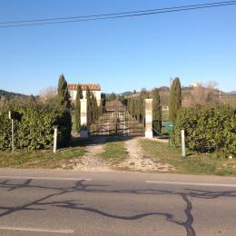 L'entrée du gîte le Cabanon du Luberon sur la R.D. 201 .  - Location de vacances - Apt