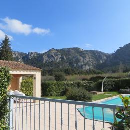 piscine clôturée avec vue sur le Luberon - Location de vacances - Cheval-Blanc
