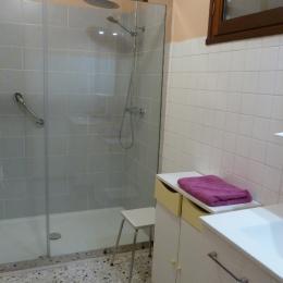 Grande douche accessible ©MA/Cleva Sud Est  - Location de vacances - Vaison-la-Romaine