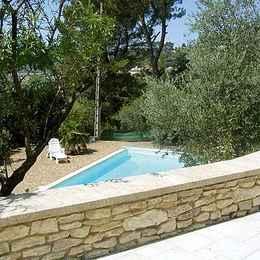 La piscine vue de la terrasse - Location de vacances - Cadenet