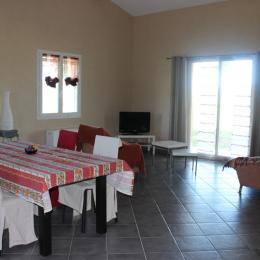 Salle à Manger - Salon - Location de vacances - Cucuron