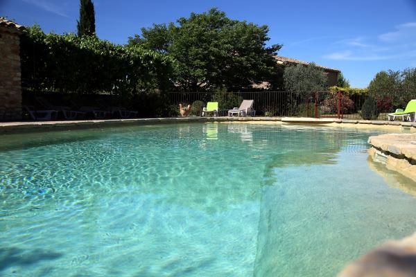 Les pieds dans l'eau au bord de la piscine - Location de vacances - Villedieu