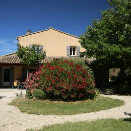 Terrasse depuis le jardin - Location de vacances - Villedieu