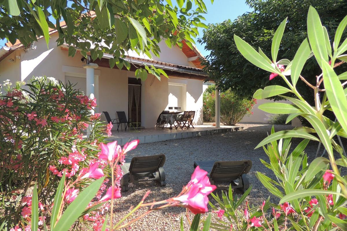 façade sud terrasse et jardin - Location de vacances - Carpentras