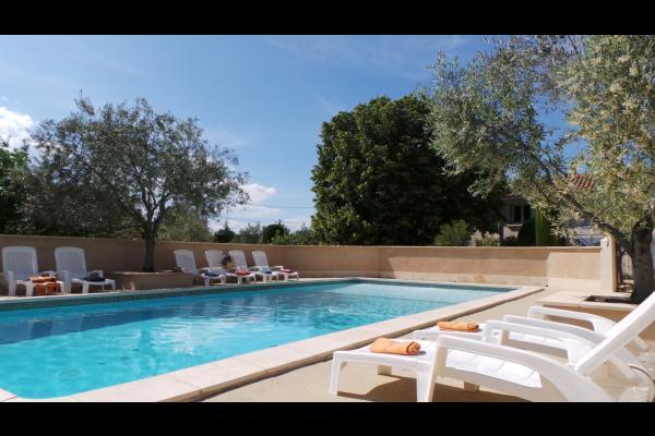 Piscine sécurisée - Location de vacances - Bollène