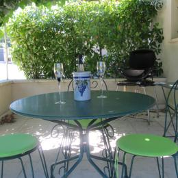 Terrasse ombragée et bbq weber électrique - Location de vacances - Pernes-les-Fontaines