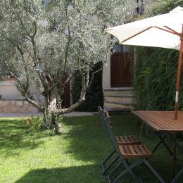 repas près de l'olivier  - Location de vacances - Saint-Didier