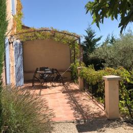 Une piscine propice à la détente - Location de vacances - Vaison-la-Romaine