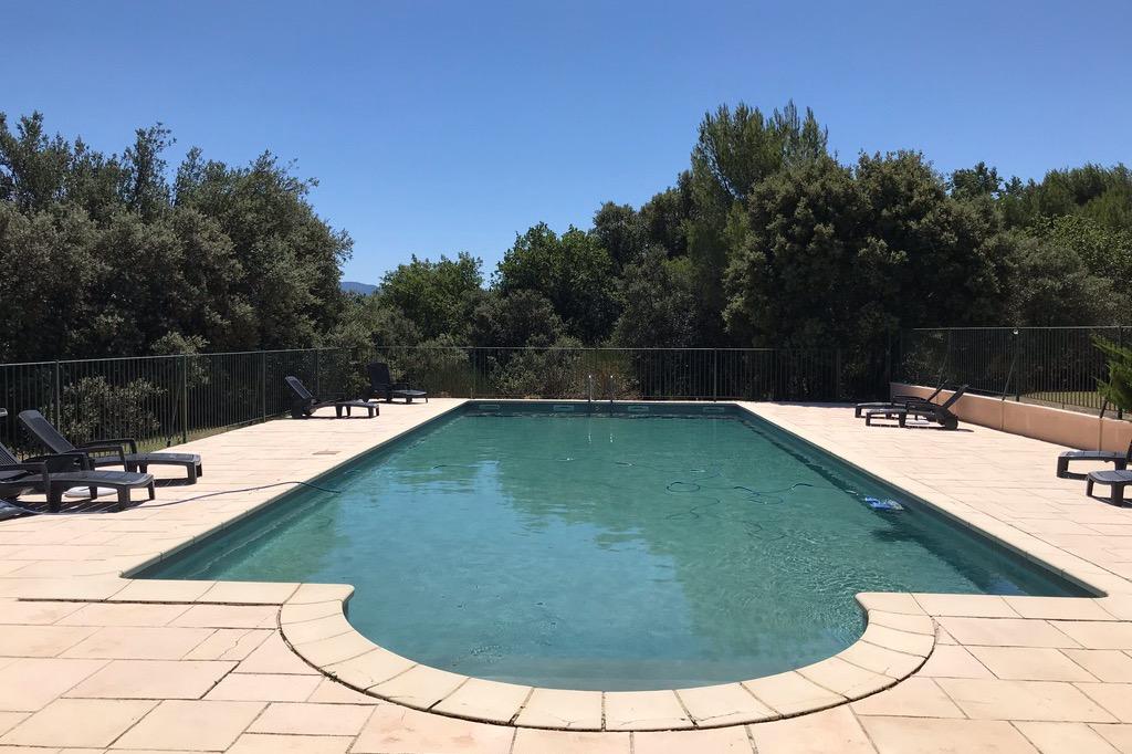Vue sur le jardin ombragé ... - Location de vacances - Vaison-la-Romaine