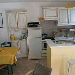 la cuisine et le coin repas - Location de vacances - Bédoin