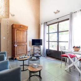 Studio coin salon et repas - Location de vacances - Violès