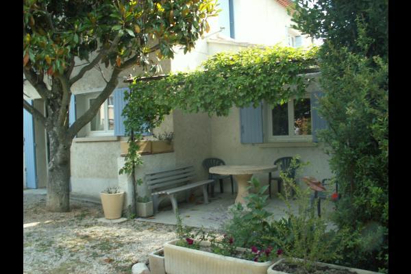 vue extérieure de la terrasse - Location de vacances - Avignon