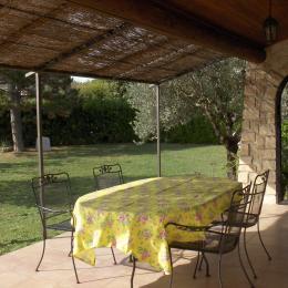 la terrasse vue jardin - Location de vacances - Vaison-la-Romaine
