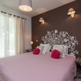 Amandier dans la chambre - Location de vacances - Aubignan