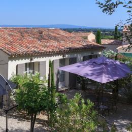 Terrasse et salon de jardin côté cour - Location de vacances - Aubignan