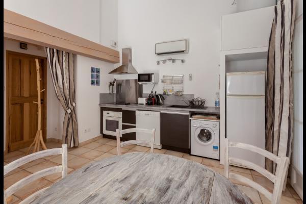 séjour avec coin cuisine tout équipé - Location de vacances - Aubignan