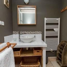 salle d'eau avec douche à l'italienne - Location de vacances - Aubignan