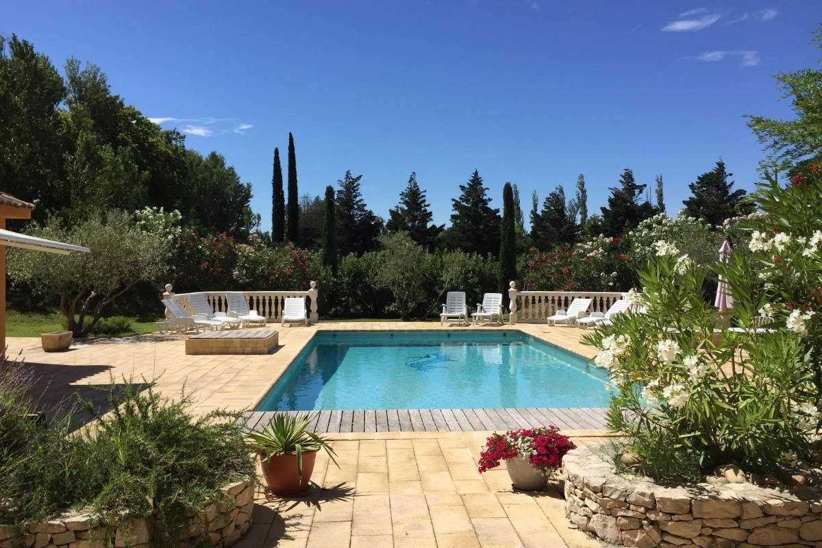 Piscine et Terrasse au soleil ocre avignon maison à louer gîtes - Location de vacances - Avignon