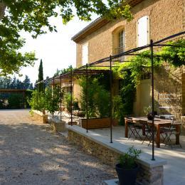 Terrasse ombragée sous la glycine - Location de vacances - Monteux