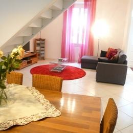 Salon côté salle à manger... - Location de vacances - Avignon