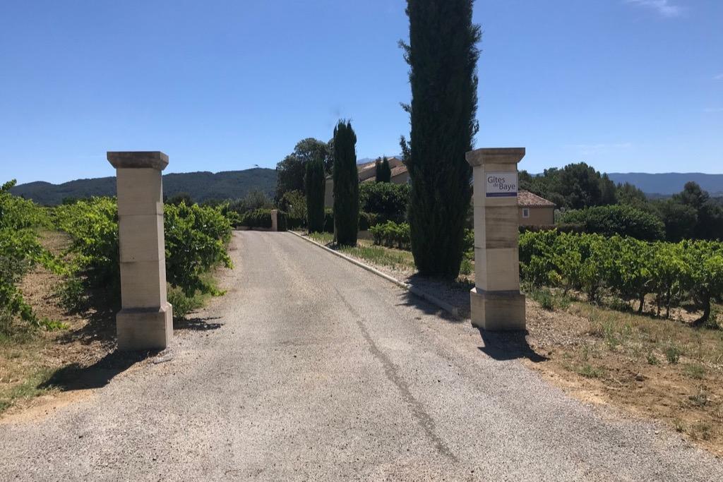 Le gîte Le Chêne bénéficie de 2 terrasses et d'un jardin privatif ombragé - Location de vacances - Vaison-la-Romaine