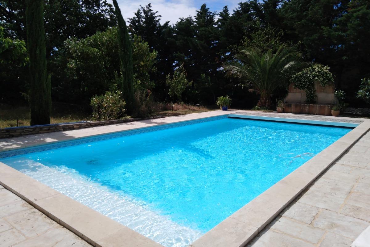 terrasse privative du gite devant la cuisine - Location de vacances - L'Isle-sur-la-Sorgue