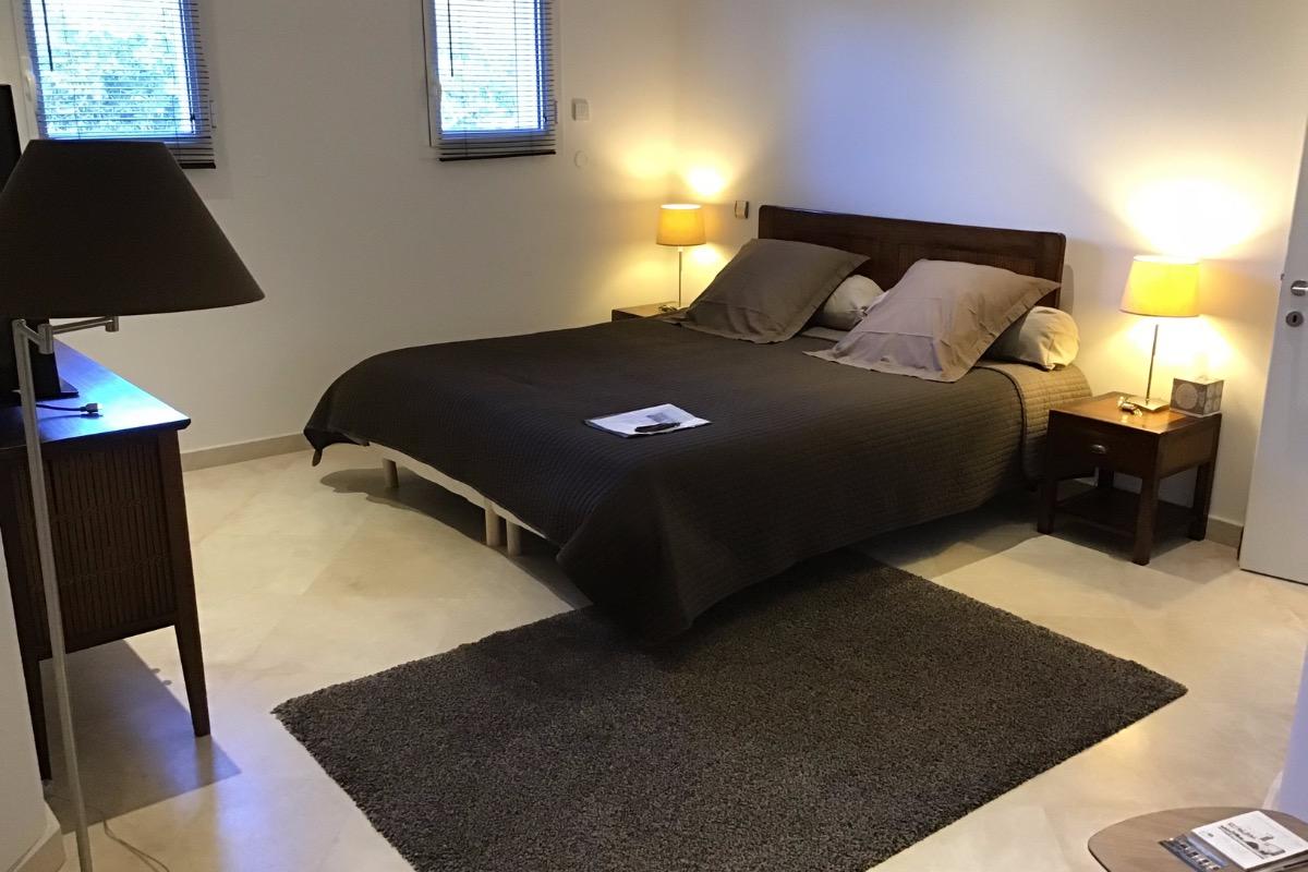 Chambre spacieuse. Lit 180x200 - Chambre d'hôtes - Châteauneuf-du-Pape