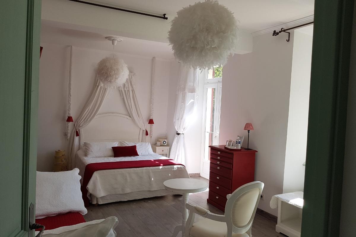 chambre Cardinale - Chambre d'hôtes - Châteauneuf-de-Gadagne